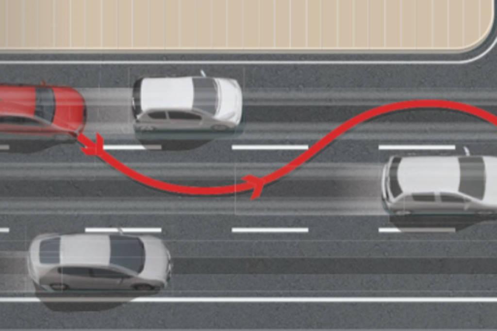 Zigzaguear o serpentear entre el tráfico