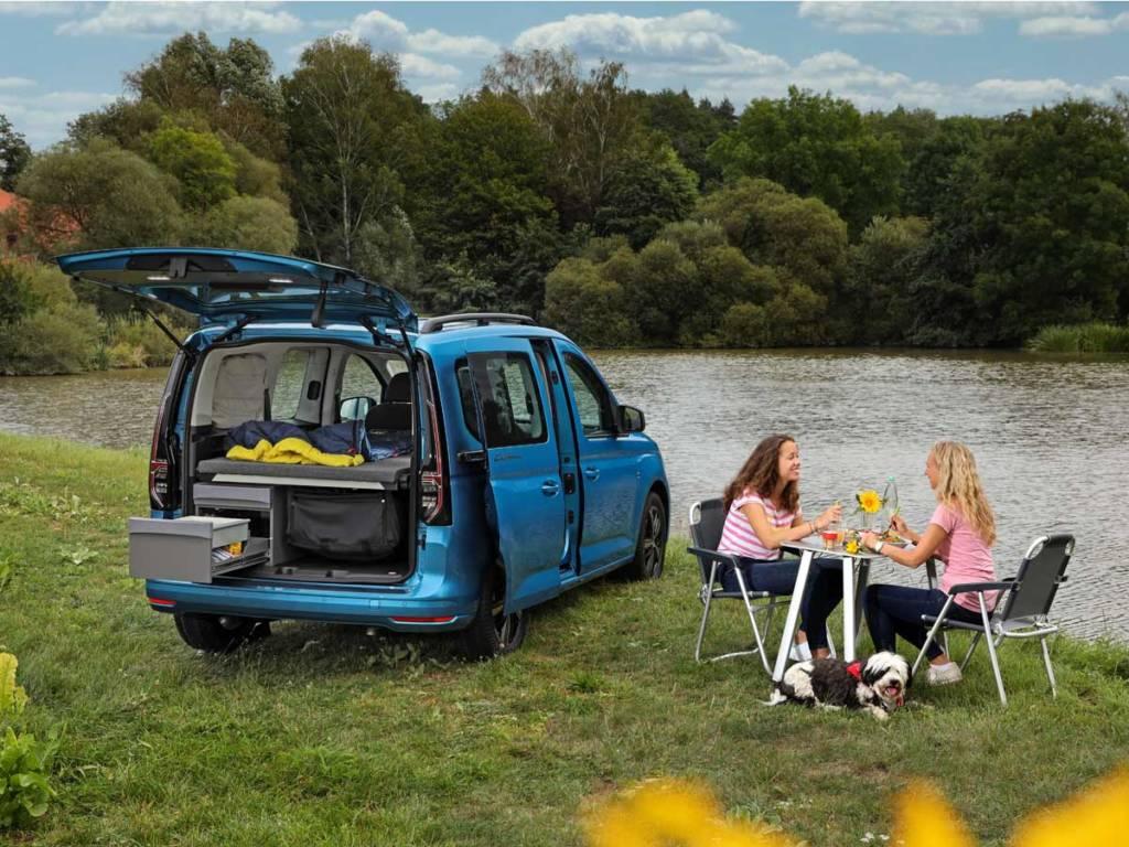 Volkswagen Caddy California con cocina y cama