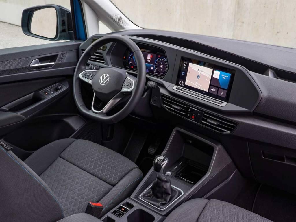 Interior de la Volkswagen Caddy 2021 con pantalla táctil de 10 pulgadas