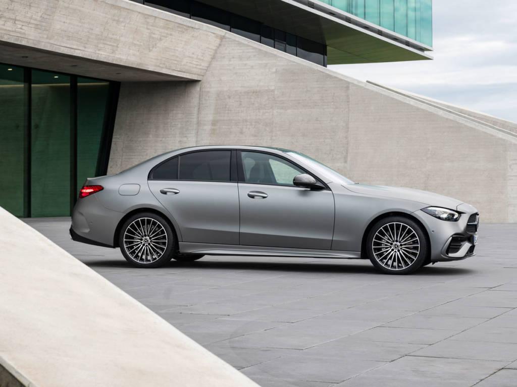 Mercedes-Benz Clase C 2021 lateral tres volumenes