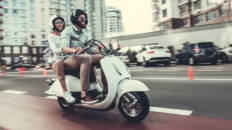 La DGT plantea la obligación de hacer un curso de aptitudes para manejar una moto con carné de coche