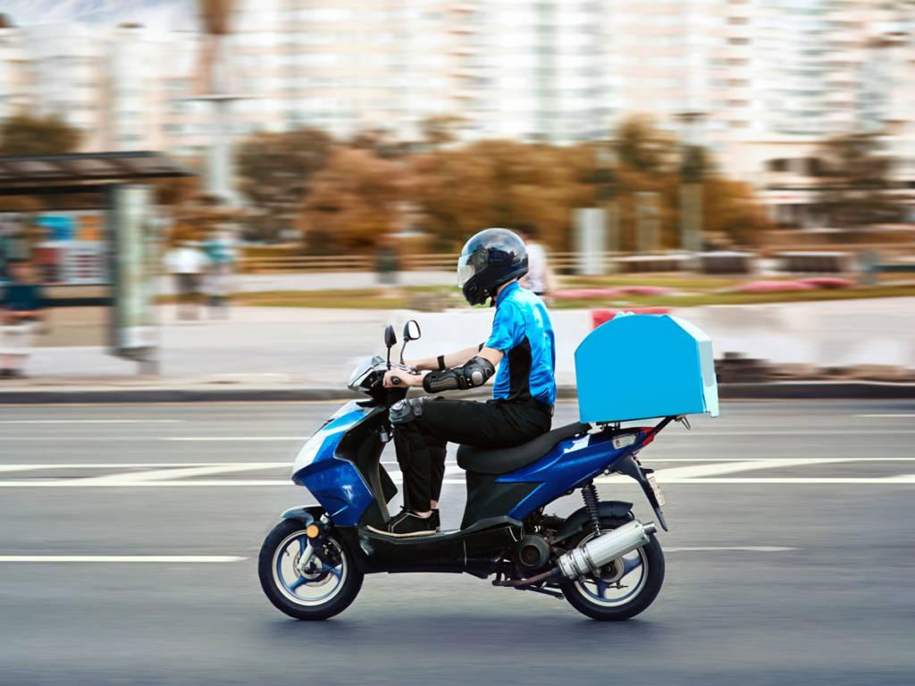 Hoy día, con un carné de coche con una veteranía de al menos tres años ya se puede manejar una moto de 125 cm3.