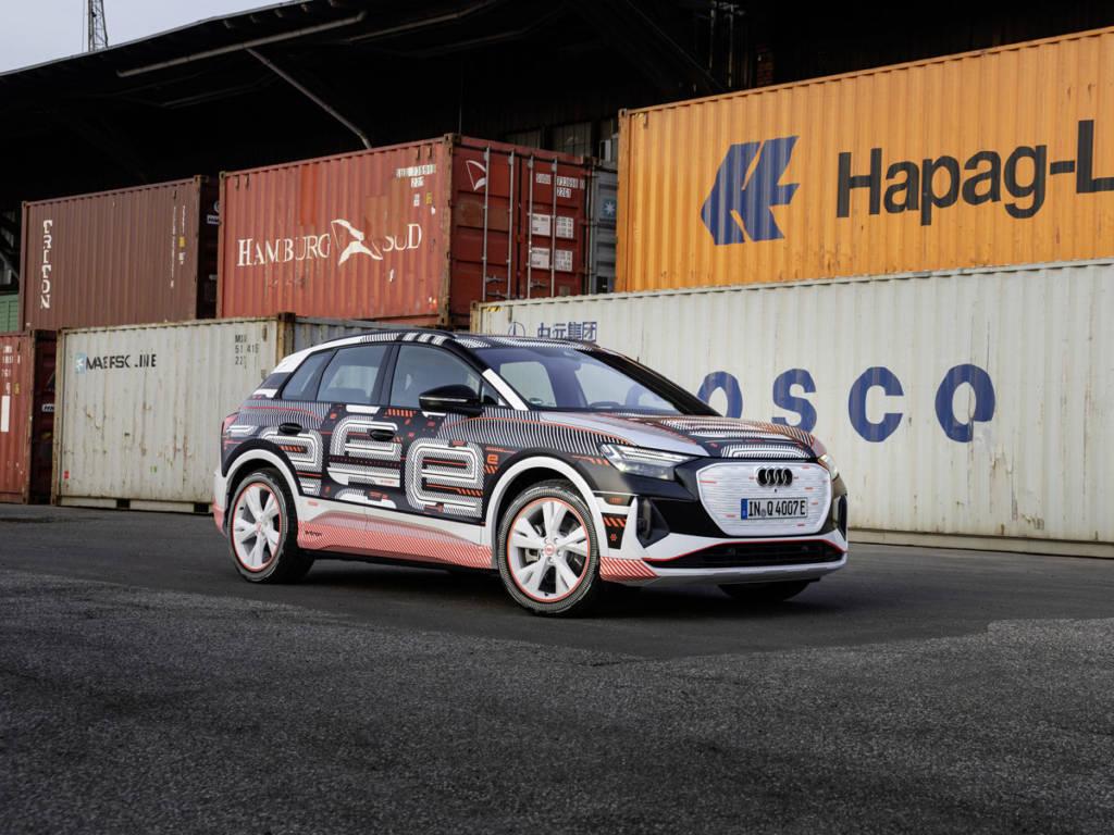 Así luce el nuevo Audi Q4 e-tron 2021 con la carrocería camuflada por los vinilos.