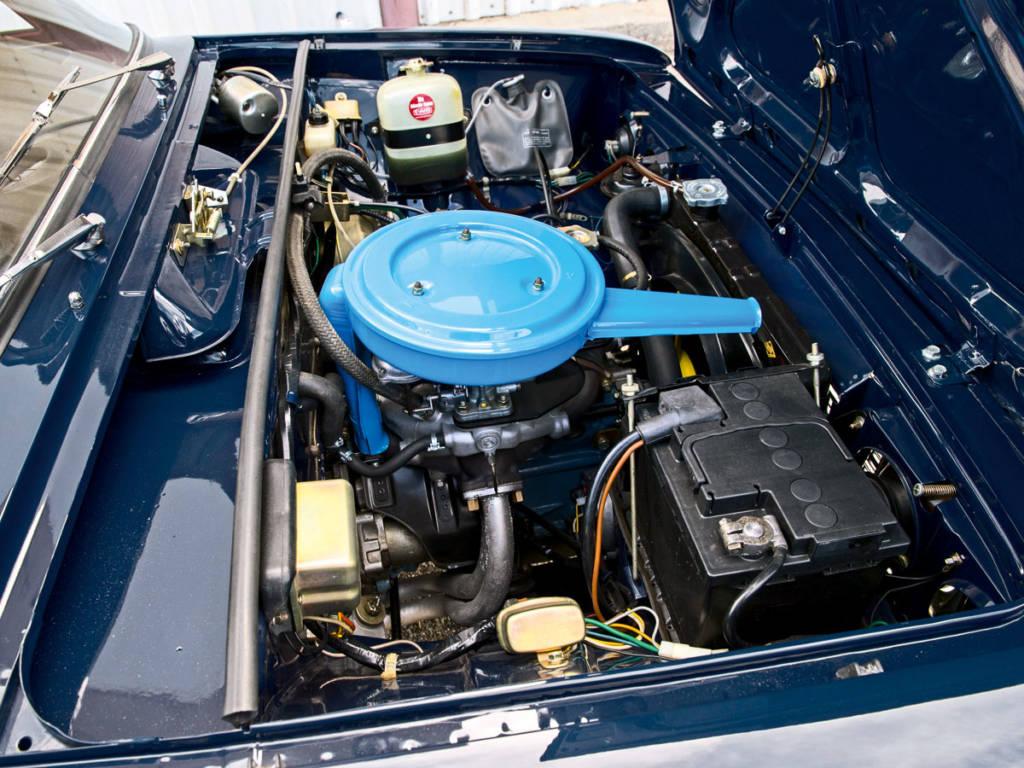 Su motor era de 1428 cm3 que desarrollaba una potencia de 70 CV.