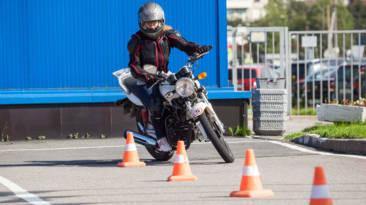 Así ha cambiado el reglamento para el examen del carné de moto A2