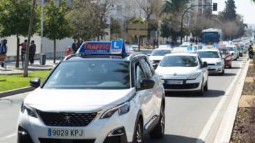 El Gobierno convocatoria de 35 plazas para examinador del carné de conducir interino