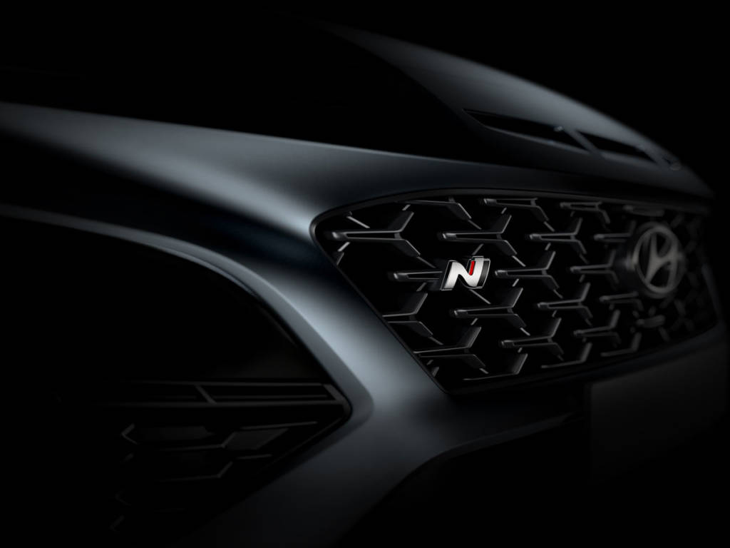 La N la luce en la parrilla Hyundai Kona N 2021