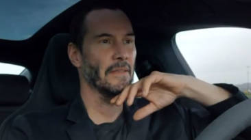 Así de bien se lo pasa Keanu Reeves con un Porsche Taycan
