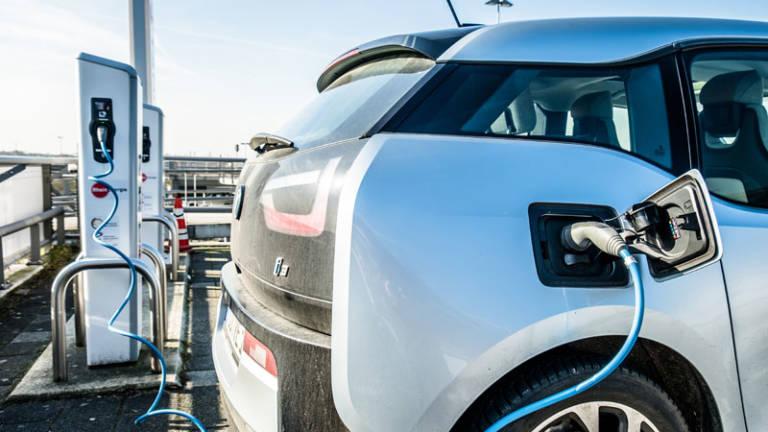 Los parking de Madrid deberán tener al menos un punto de carga de coches eléctricos en 2023