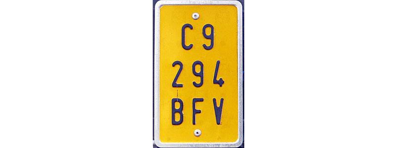 Matrículas para ciclomotores: letras negras sobre fondo amarillo