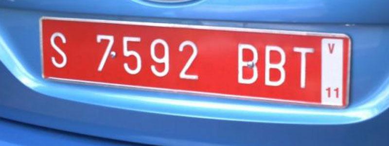 Matrículas provisionales: letras blancas sobre fondo rojo