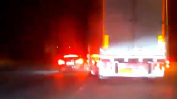 El pique entre un camión y un Tesla en un polígono que pudo haber terminado muy mal
