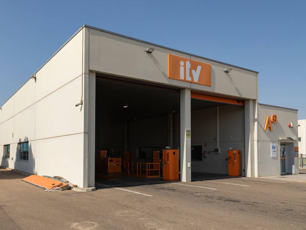Solo Extremadura mantiene un modelo público-privada con las ITV