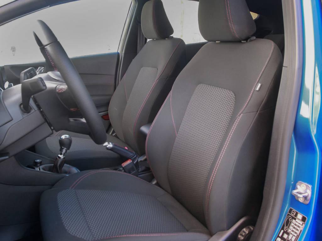 Vista de los asientos delanteros del Ford Fiesta