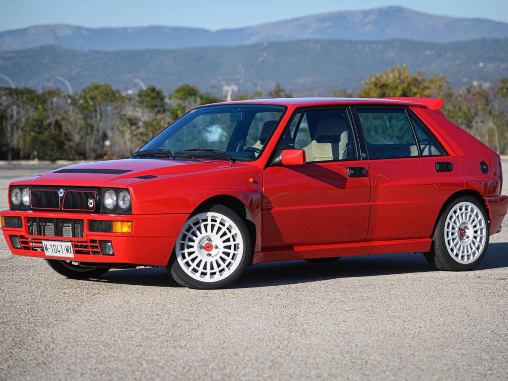 Cabe recordar que el Lancia Delta solo medía 3,9 metros de largo pero se ensanchó hasta los 1,77 metros.