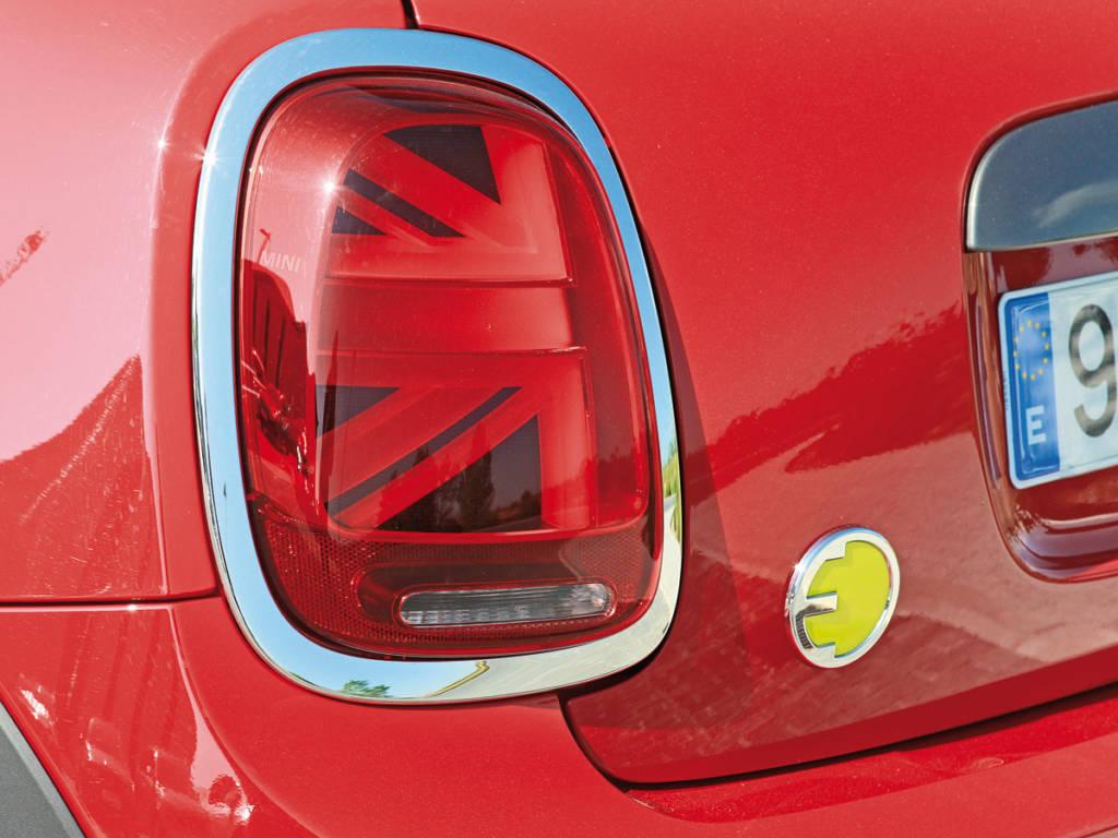 El MINI Cooper SE 2021  llega con unos paquetes de equipamiento cerrados y completos solo abiertos a la personalización