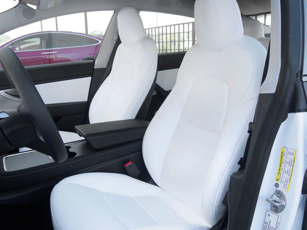 Asientos cómodos y una mejor insonorización, claves del nuevo Tesla Model 3.
