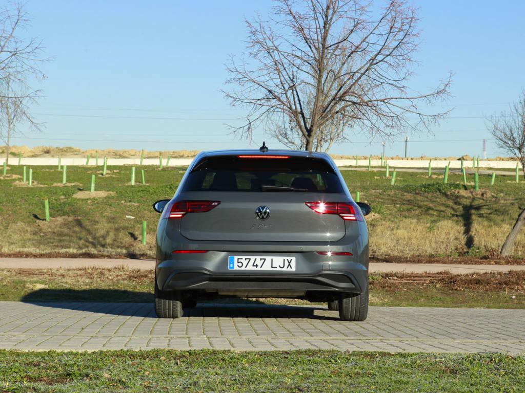 Vista trasera del Volkswagen Golf 2021