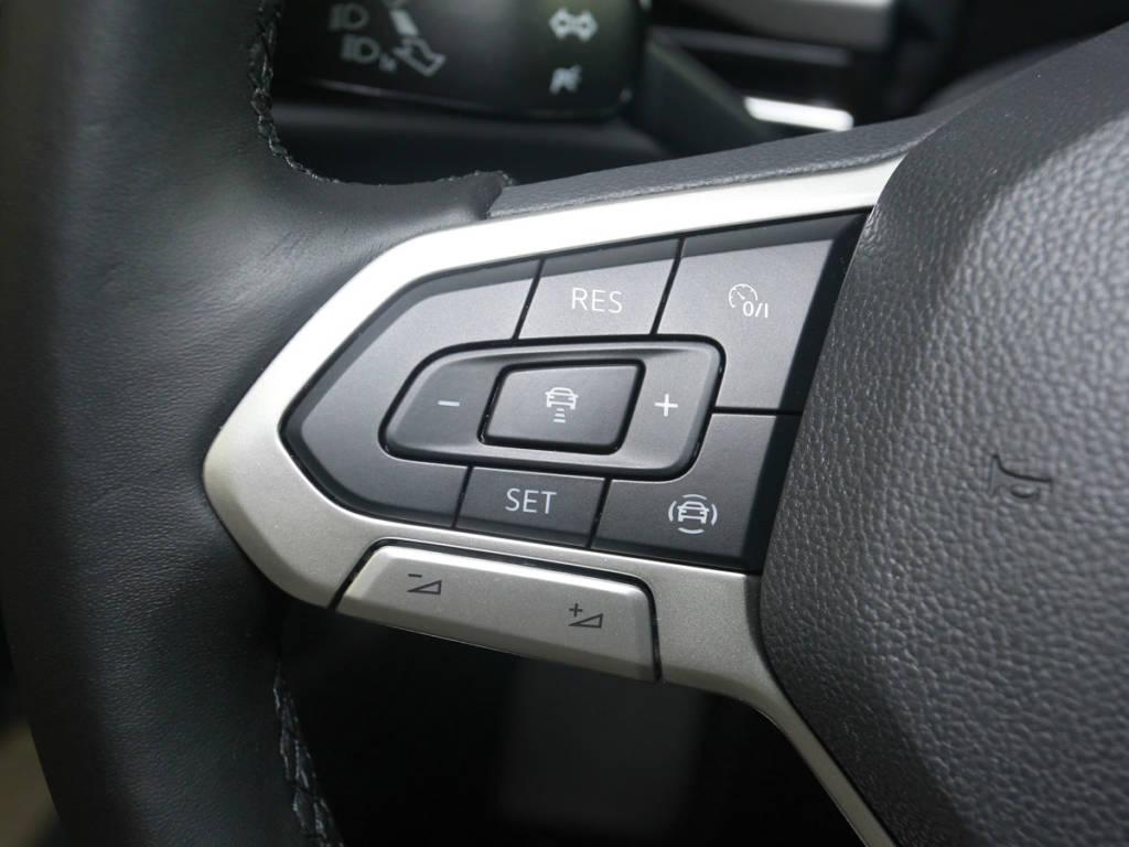 Detalle de la parte derecha del volante multifunción