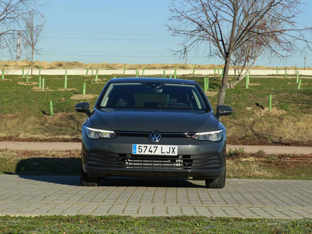 Vista frontal del Volkswagen Golf 2021