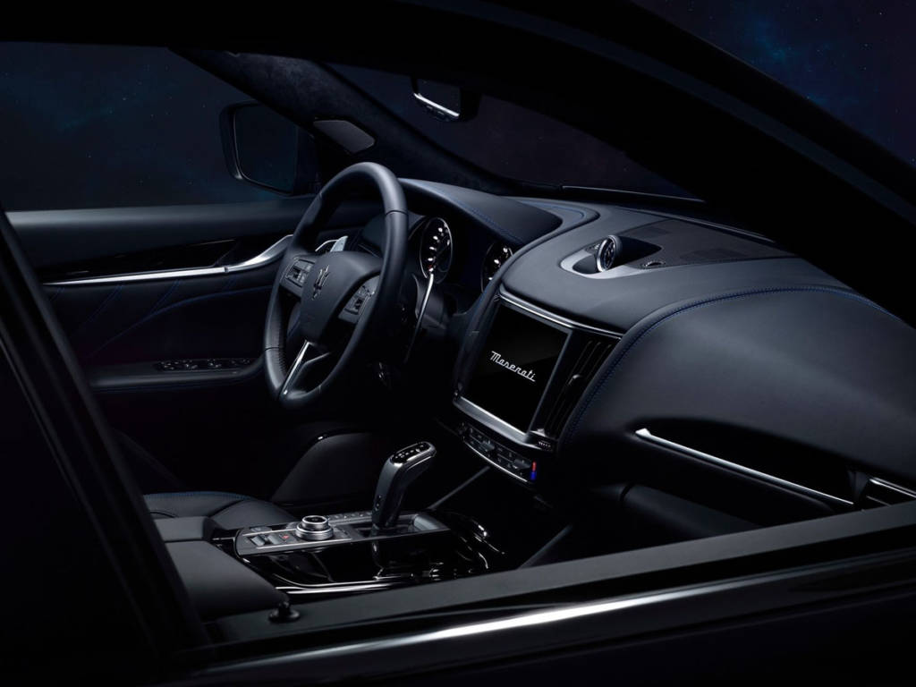 Maserati Levante Hybrid 2021 salpicadero