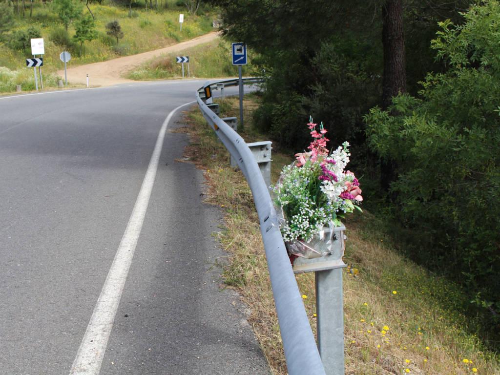 Memoriales en carretera pretende recordar al fallecido con imágenes, videos y textos.