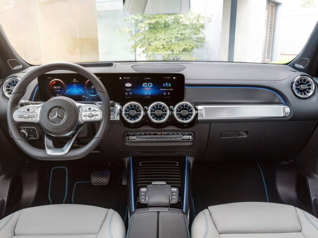 Mercedes-Benz EqB 2021 salpicadero