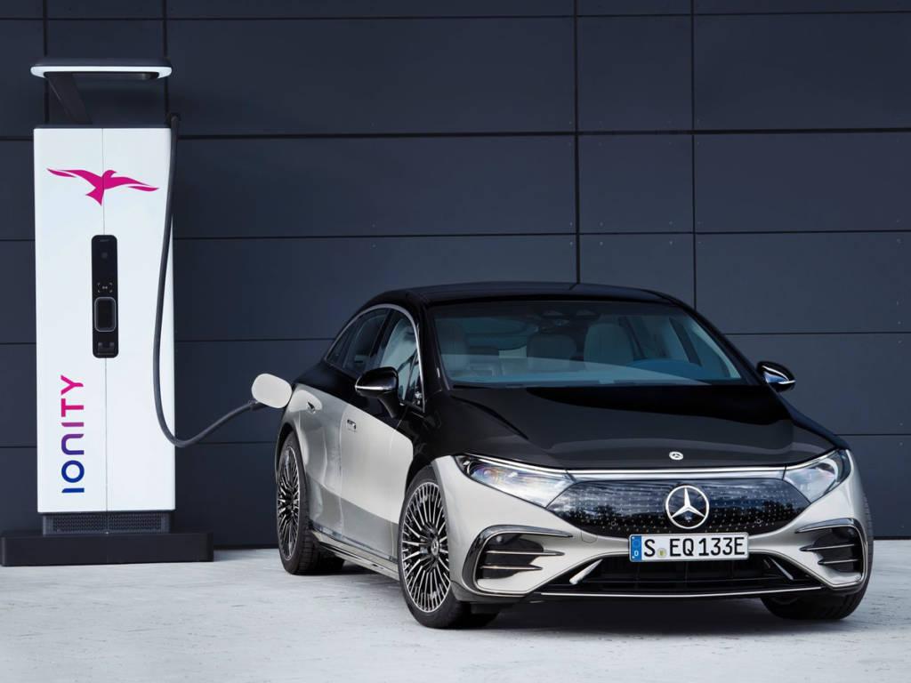 El Mercedes-Benz EQS 2021 puede cargar 300 km en 15 minutos