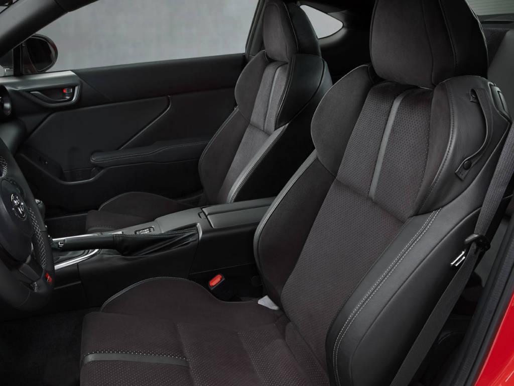 Los asientos del Toyota GR 86 son de tipo baquet