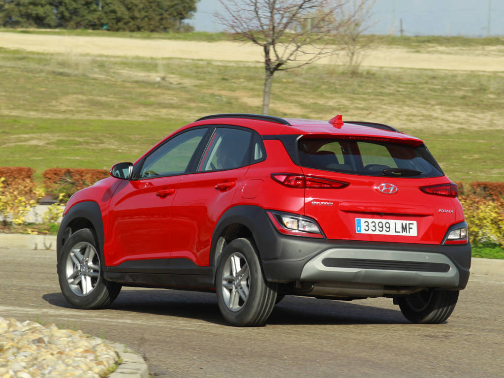 Hyundai Kona curva
