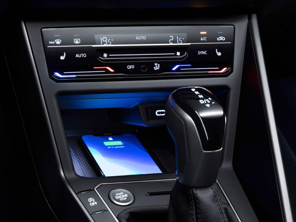 Climatizador digital y carga inalámbrica en Volkswagen Polo 2021