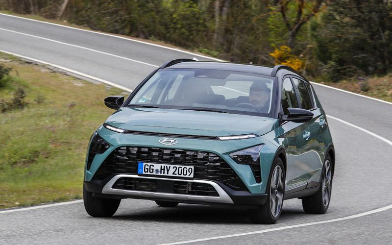 Hyundai Bayon en curva