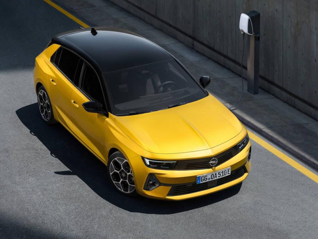 Opel Astra 2022 carga