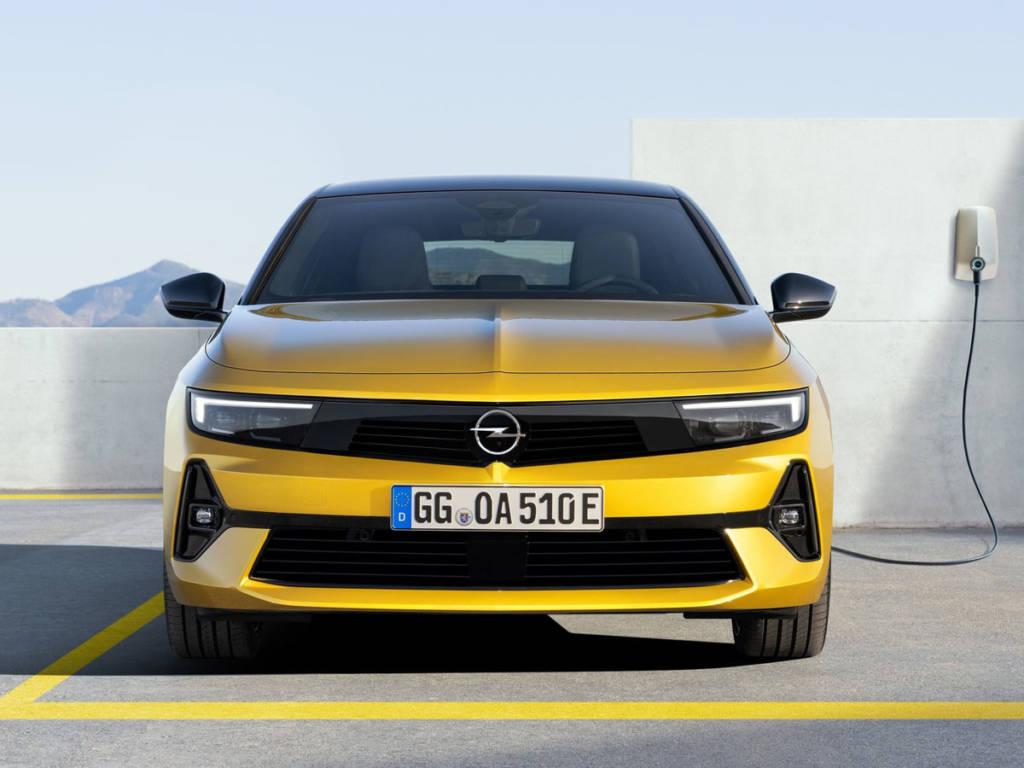 Opel Astra 2022 delantera
