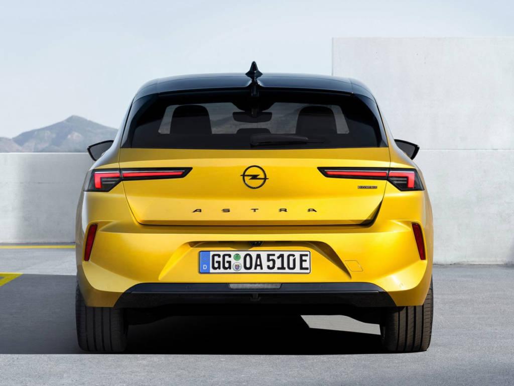 Opel Astra 2022 trasera